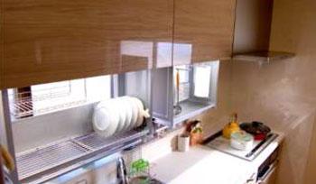 快適キッチン吊り戸棚で楽々収納